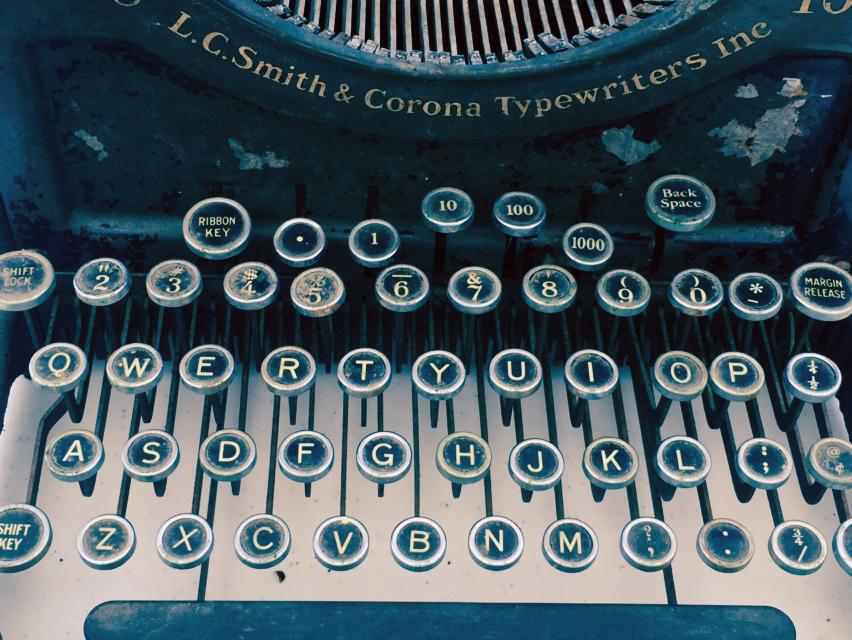 Antique Typewriter (with lettering)