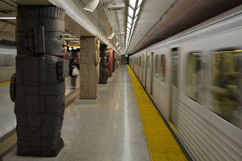 Museum Subway station, Toronto